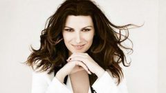Laura Pausini – Body Measurements – Height – Weight – Eye Color – Wiki