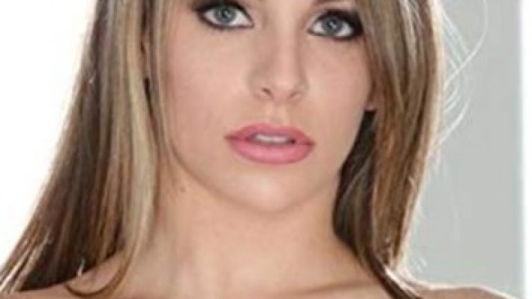 Kimmy Granger – Body Measurements – Height – Weight – Eye Color