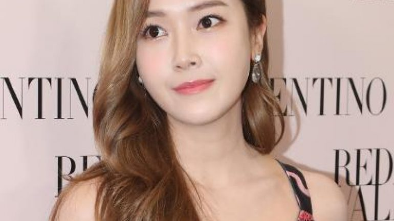 Jessica Jung – Body Measurements – Height – Weight – Eye Color