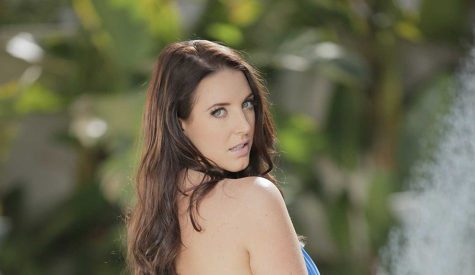 Angela White - Body Measurements - Height - Weight - Eye Color