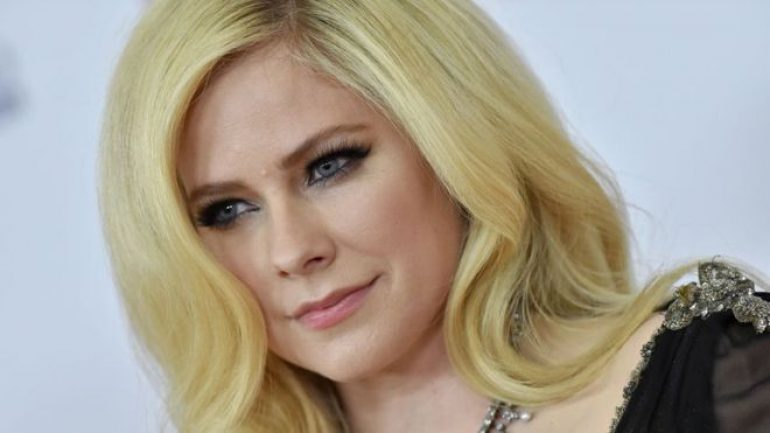 Avril Lavigne – Body Measurements – Height – Weight – Eye Color