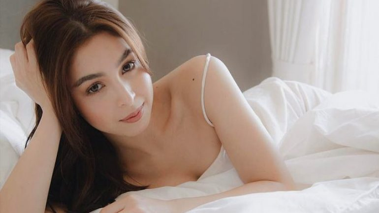 Julia Barretto – Body Measurements – Height – Weight – Eye Color
