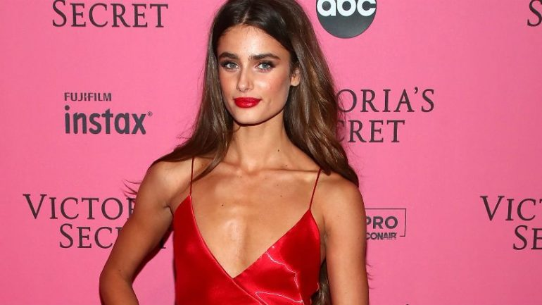 Taylor Hill – Body Measurements – Height – Weight – Eye Color