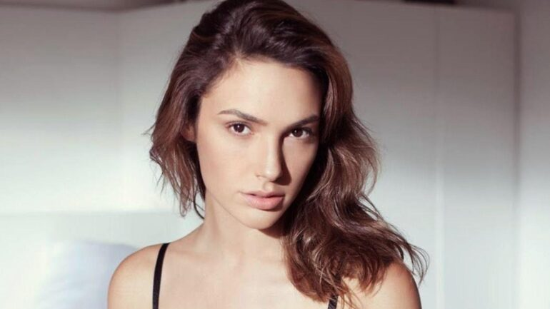 Gal Gadot – Height – Weight – Body Measurements – Eye Color