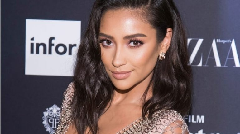 Shay Mitchell – Height – Weight – Body Measurements – Eye Color