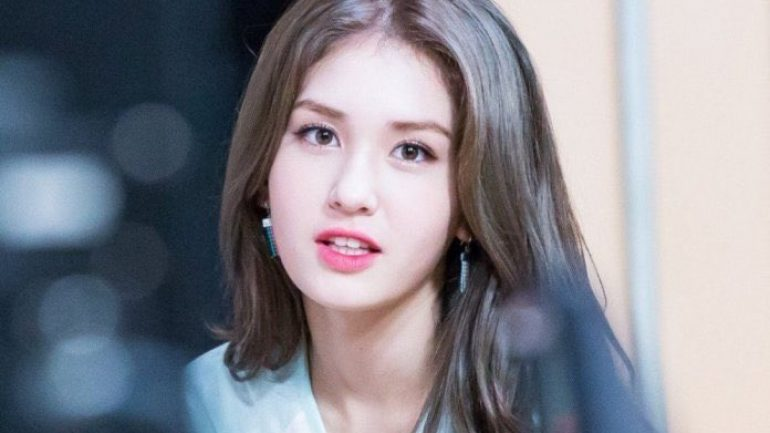 Jeon So-mi (Somi) – Height – Weight – Body Measurements – Eye Color