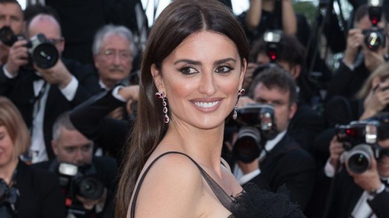 Penélope Cruz – Height – Weight – Body Measurements – Eye Color