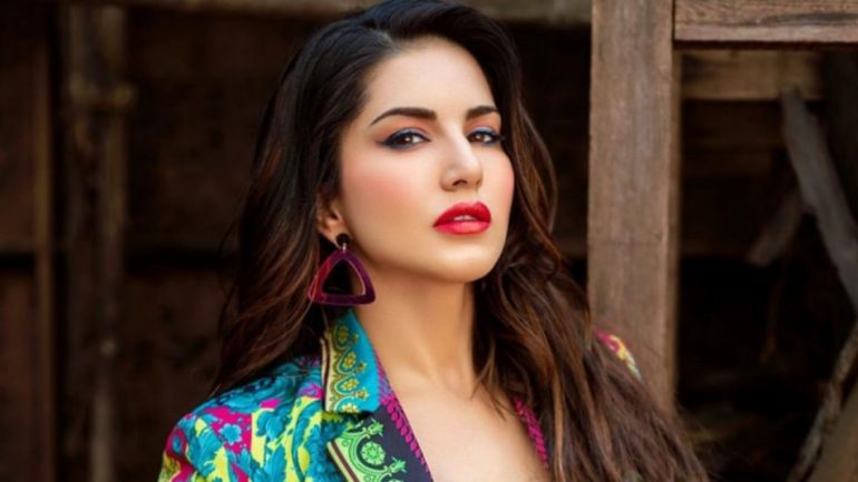Sunny Leone – Height – Weight – Body Measurements – Eye Color – Wiki