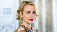 Taylor Schilling – Height – Weight – Body Measurements – Eye Color