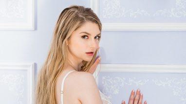 Bunny Colby (Nadya Nabakova) – Height – Weight – Body Measurements