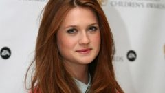 Bonnie Wright – Height – Weight – Body Measurements – Eye Color