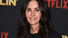 Courteney Cox – Height – Weight – Body Measurements – Eye Color