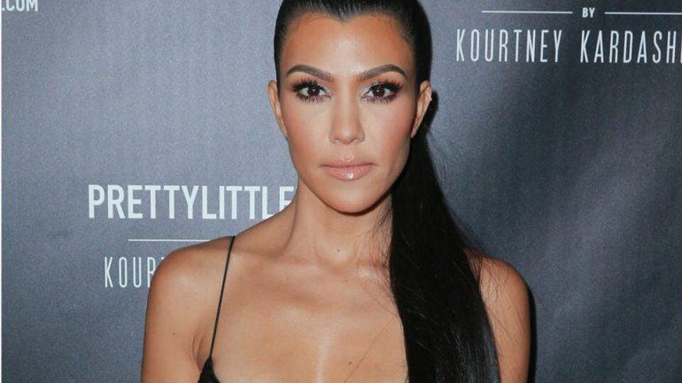 Kourtney Kardashian – Height – Weight – Body Measurements – Eye Color