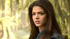 Marie Avgeropoulos – Height – Weight – Body Measurements – Eye Color