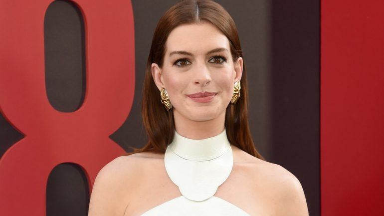 Anne Hathaway – Height – Weight – Body Measurements – Eye Color