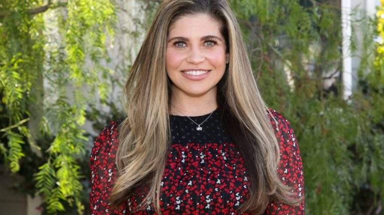 Danielle Fishel – Height – Weight – Body Measurements – Eye Color