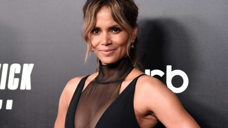 Halle Berry – Height – Weight – Body Measurements – Eye Color