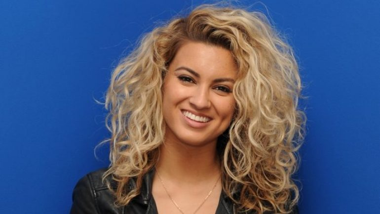 Tori Kelly – Height – Weight – Body Measurements – Eye Color
