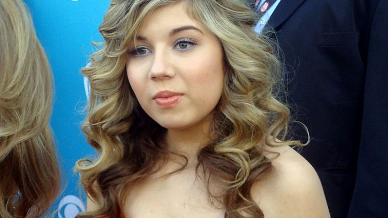 Jennette McCurdy – Height – Weight – Body Measurements – Eye Color