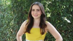 Mae Whitman – Height – Weight – Body Measurements – Eye Color