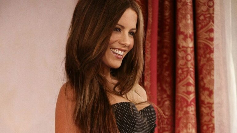 Kate Beckinsale – Height – Weight – Body Measurements – Eye Color – Bio
