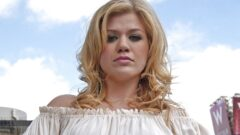 Kelly Clarkson – Height – Weight – Body Measurements – Eye Color