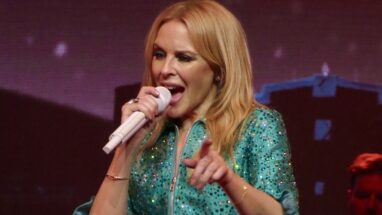 Kylie Minogue – Height – Weight – Body Measurements – Eye Color