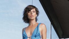 Milla Jovovich – Height – Weight – Body Measurements – Eye Color