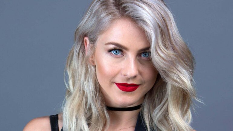 Julianne Hough – Height – Weight – Body Measurements – Eye Color