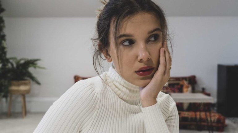 Millie Bobby Brown Biography, Facts, Boyfriends, Favorite Color