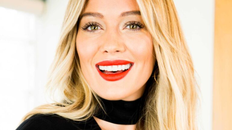 Hilary Duff Height – Weight – Body Measurements – Eye Color
